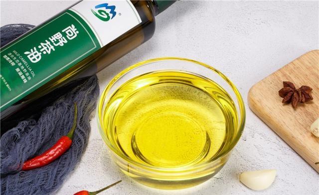 茶籽油多少钱一斤为什么贵?了解这几点你还觉得它贵吗?