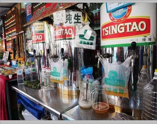 青岛人喝啤酒为什么要用塑料袋装着,答案让你羡慕哦!