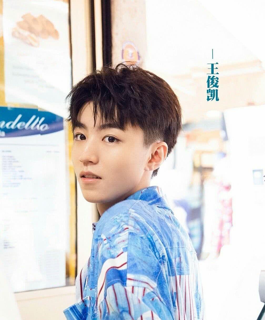 《中餐厅》第三季正式官宣,王俊凯在节目中身份变了,不是大厨了