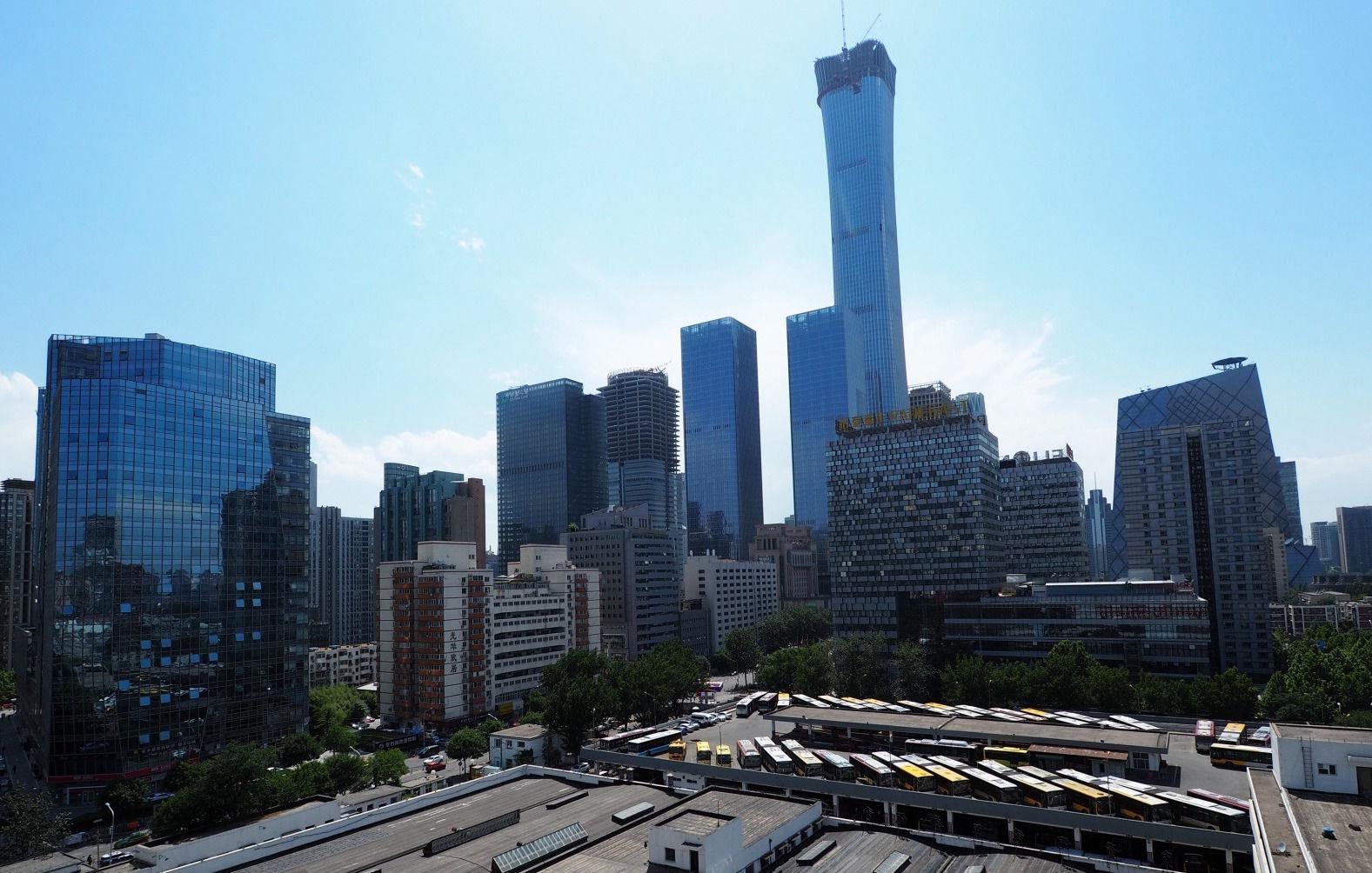 2017年8月18日,中国尊塔冠钢结构吊装完成,外框106层混凝土浇筑浇筑