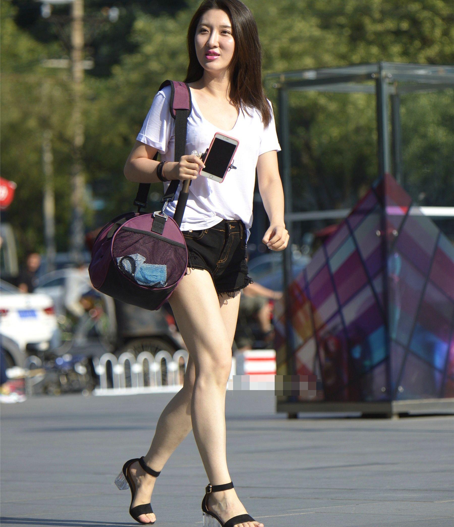 街拍美女,夏季街头的热裤最好为何让人陶醉?药什么v美女吃病毒性时尚图片