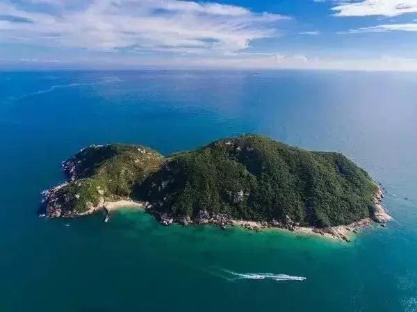 洲仔岛与神州半岛旅游区隔海相望,依托着旅游区的便利交通,洲仔岛已不