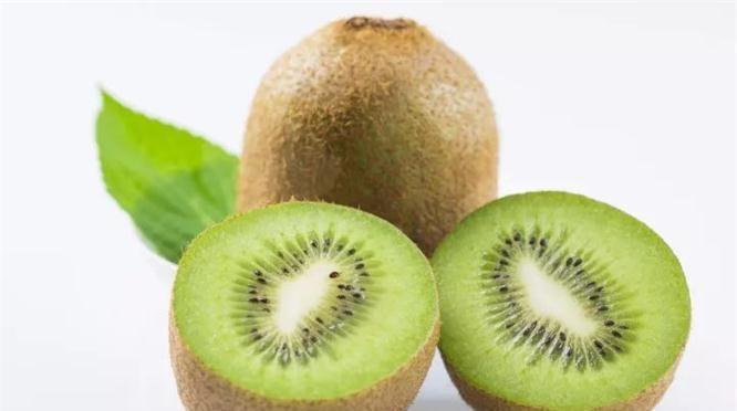 <b>想长寿全靠吃,3种水果不能省,营养丰富,补水润肤,早吃早好</b>