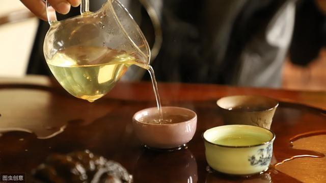绿茶红茶白茶啥区别?用什么水泡好?夏天喝哪种好?别一问三不知