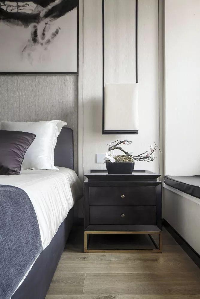这个卧室黑白灰的中式禅意格调,效果独特而又舒适端庄