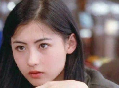 张柏芝18岁,王祖贤18岁,朱茵18岁,都输给18岁的她!