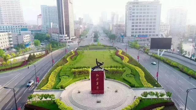旅游 正文  吉林市风景秀美,松花江穿城而过,孕育了丰富的绿色资源.
