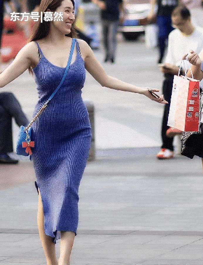 v激情:激情裙的美,不是一两句形容的了,美出天少妇情趣内衣吊带的.图片