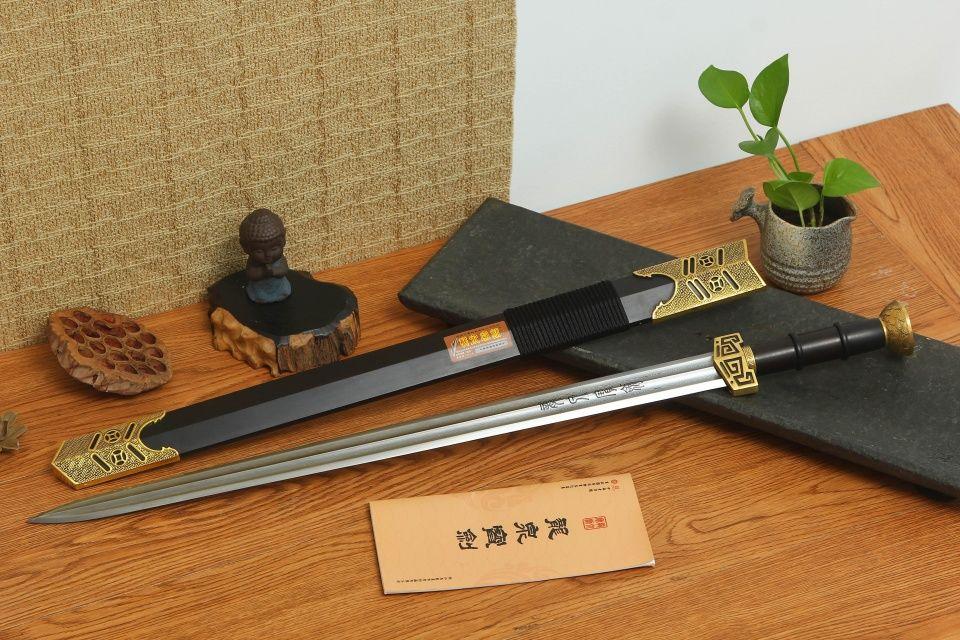 日本人卖弄日本刀,看到中国古代冷兵器直接惊