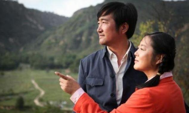 她31岁的时候才大红,41岁嫁给知名演员,如今被爱包围