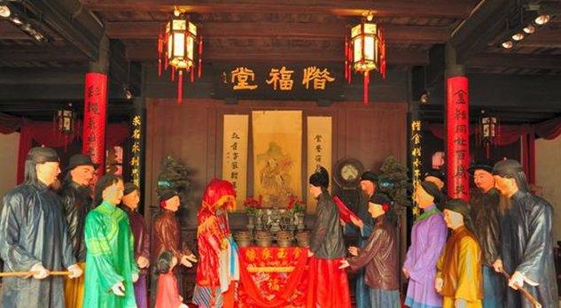 新中国成立后,法律要求一夫一妻制,军阀的姨太太该如何处置?
