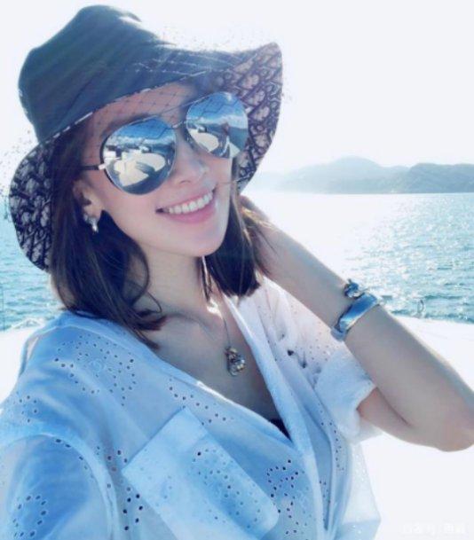 原创            林志颖老婆晒美照,坐游艇上享受阳光,网友:嫁对了人!