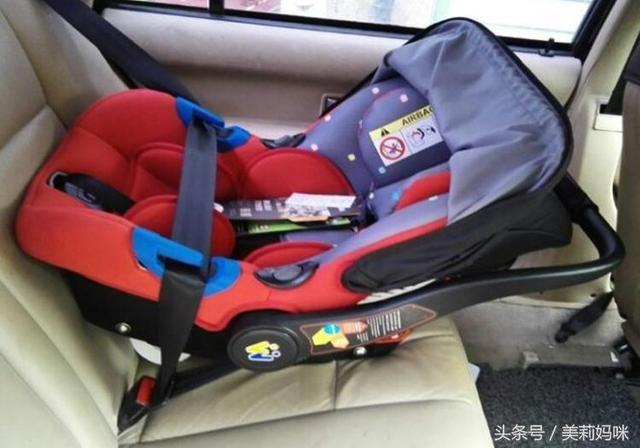 宝宝1个多月坐安全座椅