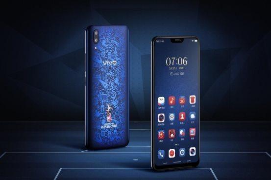"""例如,鎖屏壁紙紅藍兩色v型隔開,與機身搭調同時也把手機品牌名""""vivo"""""""