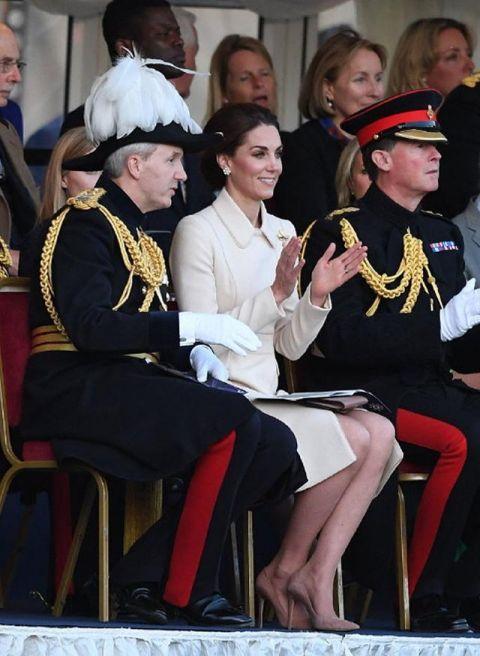 """平民中的""""第一王妃"""",凯特传承的不只是蓝宝石,还有戴妃的气质"""