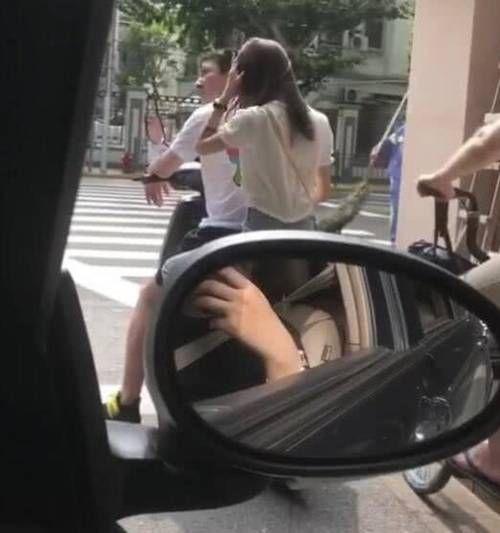 太电动气!王思聪街头骑接地车载网友美女,白衣透明热情趣内衣舞图片