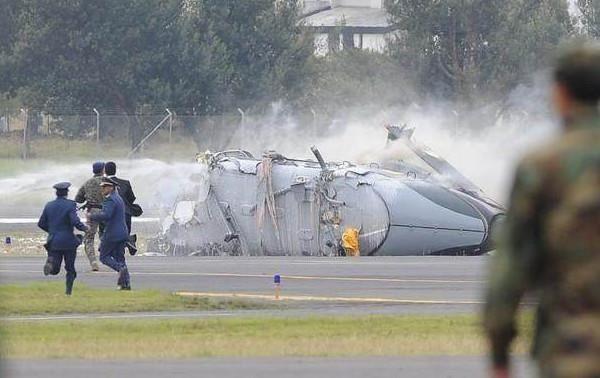 阅兵式上飞机坠毁,该国追悔莫及!