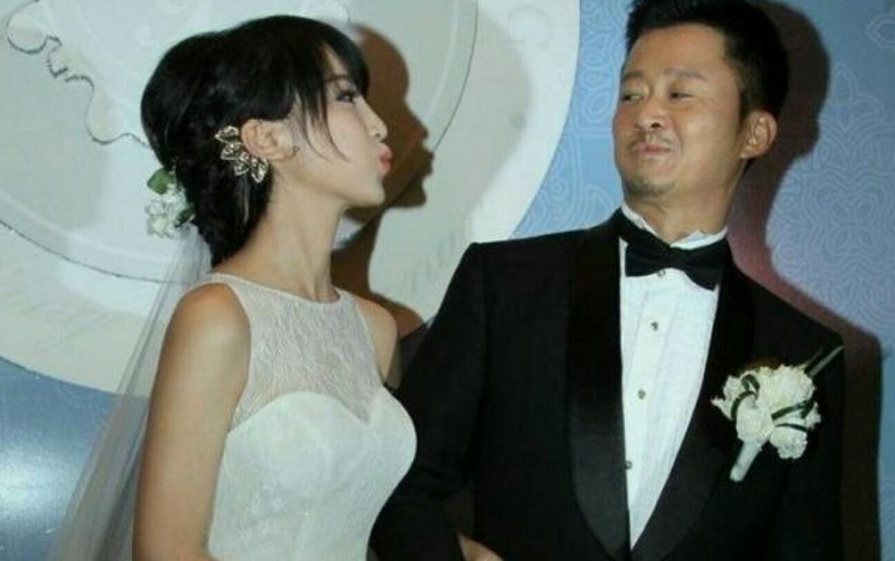 <b>娱乐圈中男星比女星大9岁的夫妻, 冯绍峰和赵丽颖是其一, 还有谁呢</b>