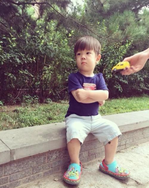 《红海》中杜江很硬汉,儿子嗯哼长大后不想当