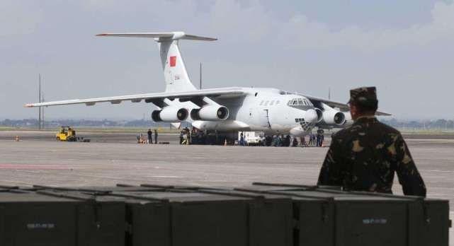 中国援助菲首批武器运抵菲律宾 杜特尔特亲自前往验收