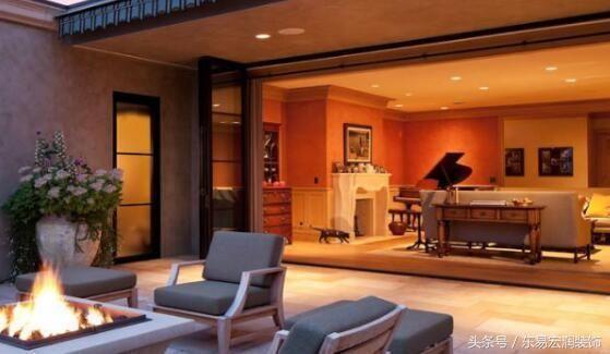 现在很多的人们在买房子的时候,如果经济上宽裕的家庭,就会选择购买别墅,这样也能让家人居住的更加舒适。买了别墅的话就要注意具体的装修方法,要注意一些装修的细节问题。装修别墅其实有很多的方法和注意事项,业主在装修房屋之前可以详细了解下,将自己的别墅装修时尚一些。那么装修别墅要注意哪些?