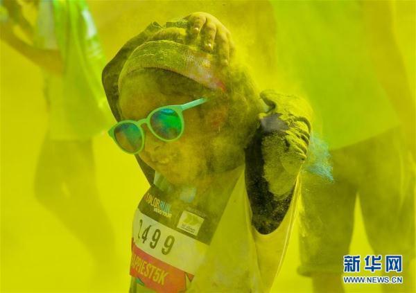 卡塔尔举办彩色跑活动