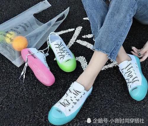 盘点2018最火的 果冻鞋 除了匡威,这几款ins风平价果冻鞋,也可穿出