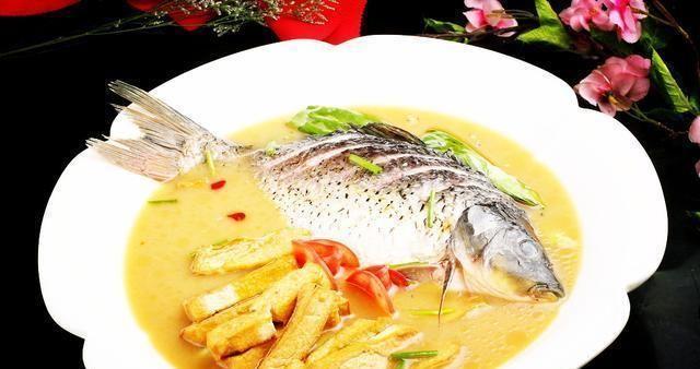 精选美食推荐:苦瓜炒虾皮,核桃培根杯,鲤鱼炖豆腐的做法