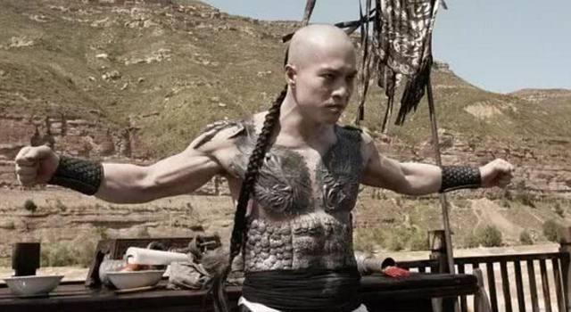 """甄子丹的盲僧,安志杰的纹身,功夫大佬特殊造型,他像""""巨婴""""!"""