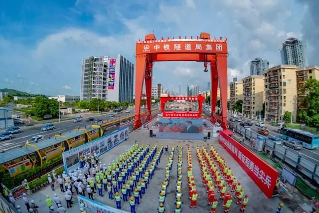 我国自主研制的最大直径泥水平衡盾构机在深圳春风隧道成功始发