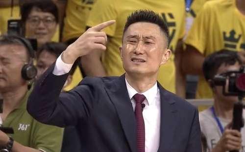 新疆1:0广东!杜峰图片太抢镜:a图片+不满+欢带通字的卡老公表情包表情图片