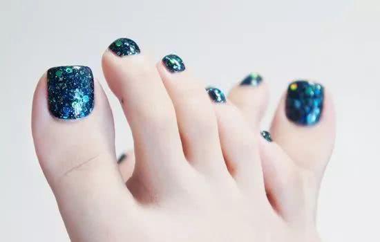 彩梦妆色为你推荐夏季脚部美甲款式,秀出美美哒脚指甲图片
