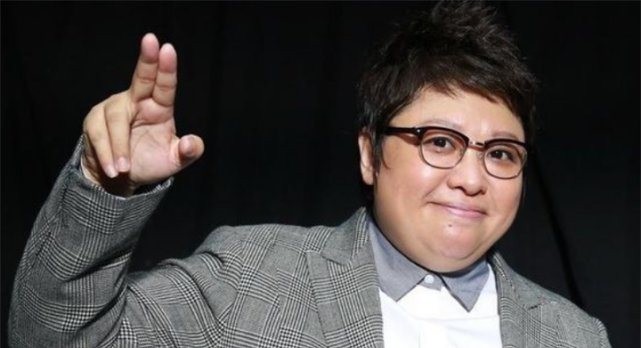 韩红说自己当年是校花,遭黑粉无情嘲笑,看到照片后都闭嘴了!