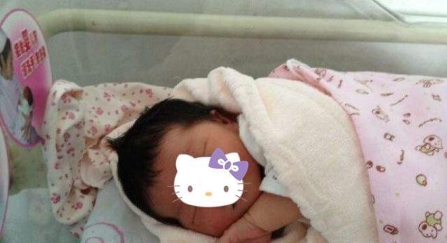刚出生的宝宝有的没头发,有的头发浓密,他们的发育有区别吗?