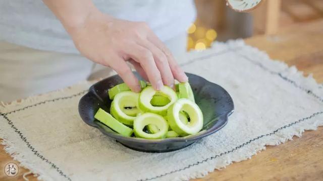 这夏季蔬菜的小葱,想做得简单又常见就得的美食美味图片