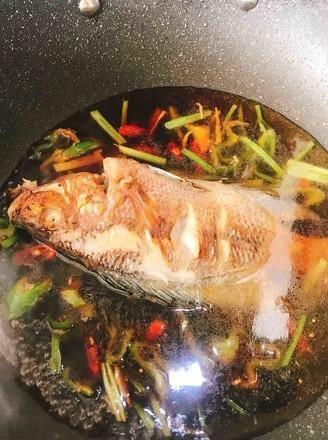 炖鱼时,用盐腌制大错特错,加点这东西,鱼肉鲜嫩不柴,真香