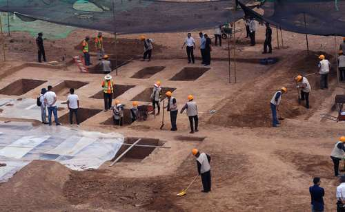 清华现古墓葬群引围观 校方加强巡逻