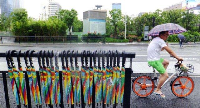 30万共享雨伞有借无还,暴露国人素质?背后的创始人笑开了花