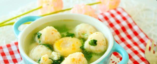 <b>宝宝不可缺少的一碗汤,手工鱼丸蔬菜汤,味道鲜美,孩子很喜欢</b>