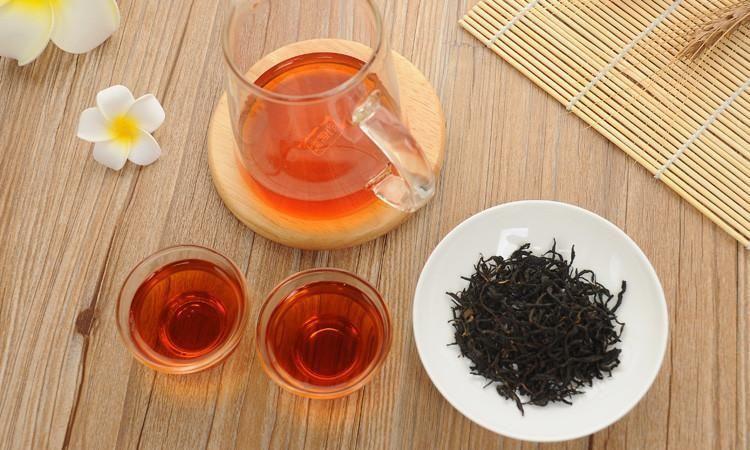 茶汤都是红色的,黑茶和红茶怎么分辨?