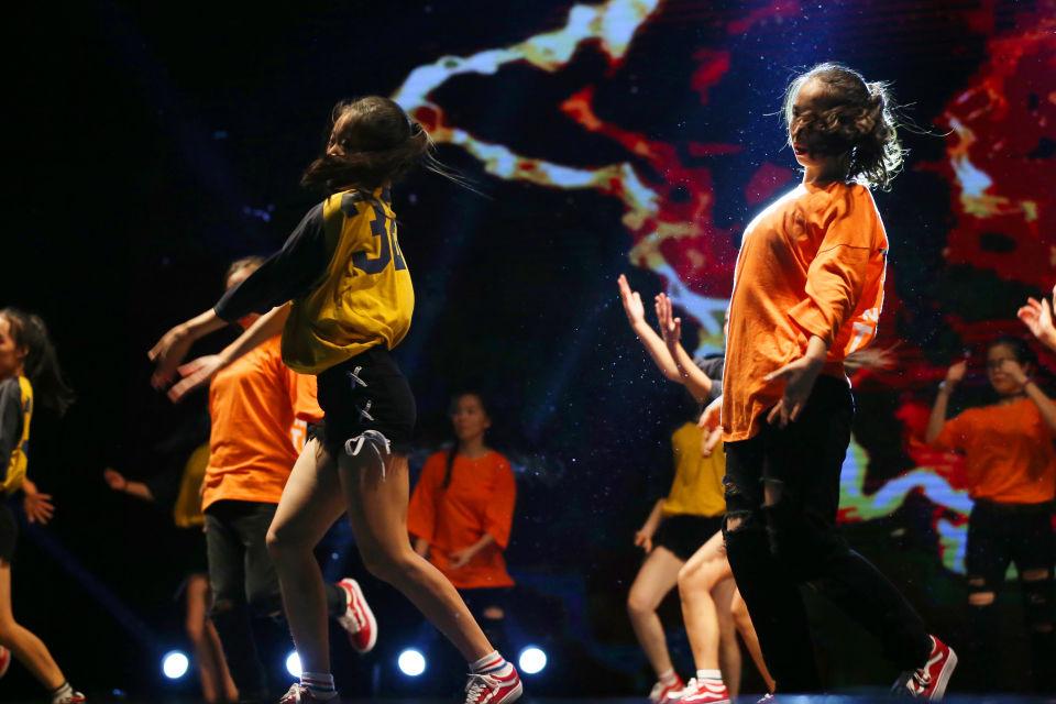 [转载]南通最大街舞社团汇演200萌娃同台嘻哈