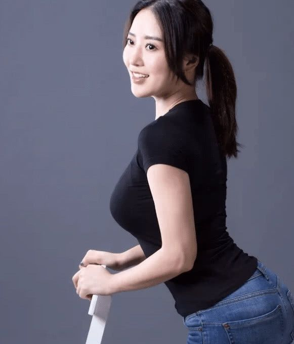 <b>因刘强东走红,穿牛仔裤都能成为时尚达人,网友:31岁气质非凡</b>