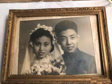 当年怎么看上我爸的?组团晒父母婚纱照,又相