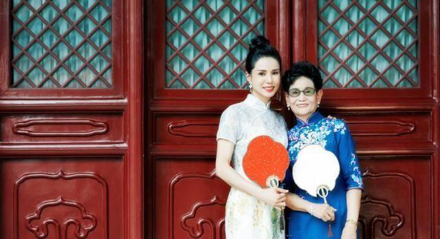 《熟悉的味道》曝李若彤旗袍写真,李妈妈罕见出镜尽显高贵优雅!