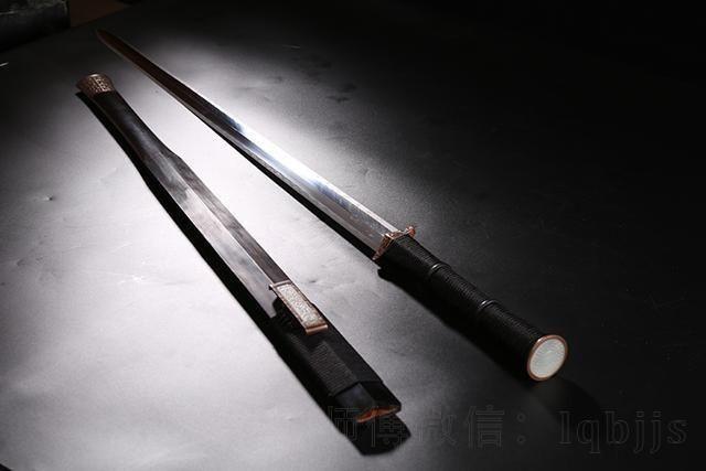 八面汉剑和唐刀囹�a_看吴京如何诠释暴力美学--八面汉剑
