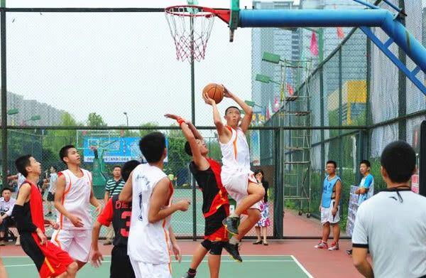 """<b>篮球技术""""超高""""的男生,大多有这3个特征,球场扛把子都服了!</b>"""