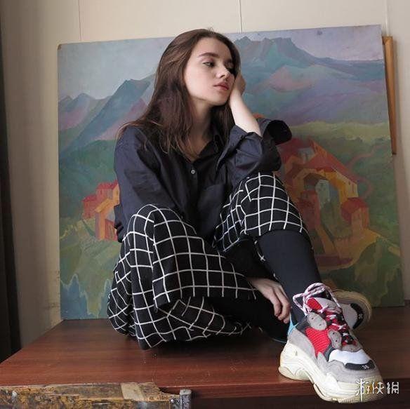 俄罗斯骚妇_15岁俄罗斯少女骚气身材让大人受不了!