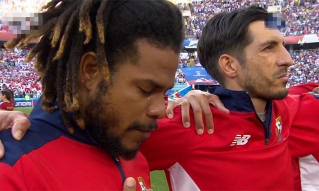 高唱国歌,热泪盈眶!巴拿马世界杯首秀3球完败