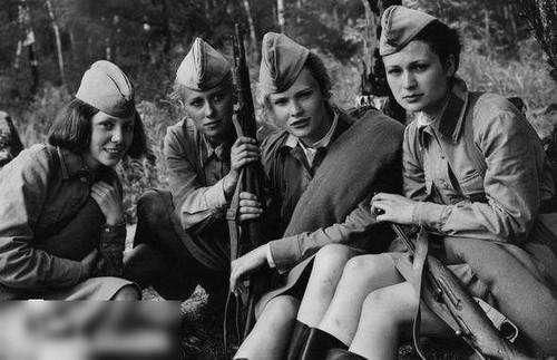 苏军女俘虏为活命,投靠纳粹沦为玩物,战后苏联对她们绝不手软