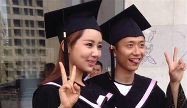 看张一山杨紫毕业照,李现表情实力抢镜,承包我一年笑点!